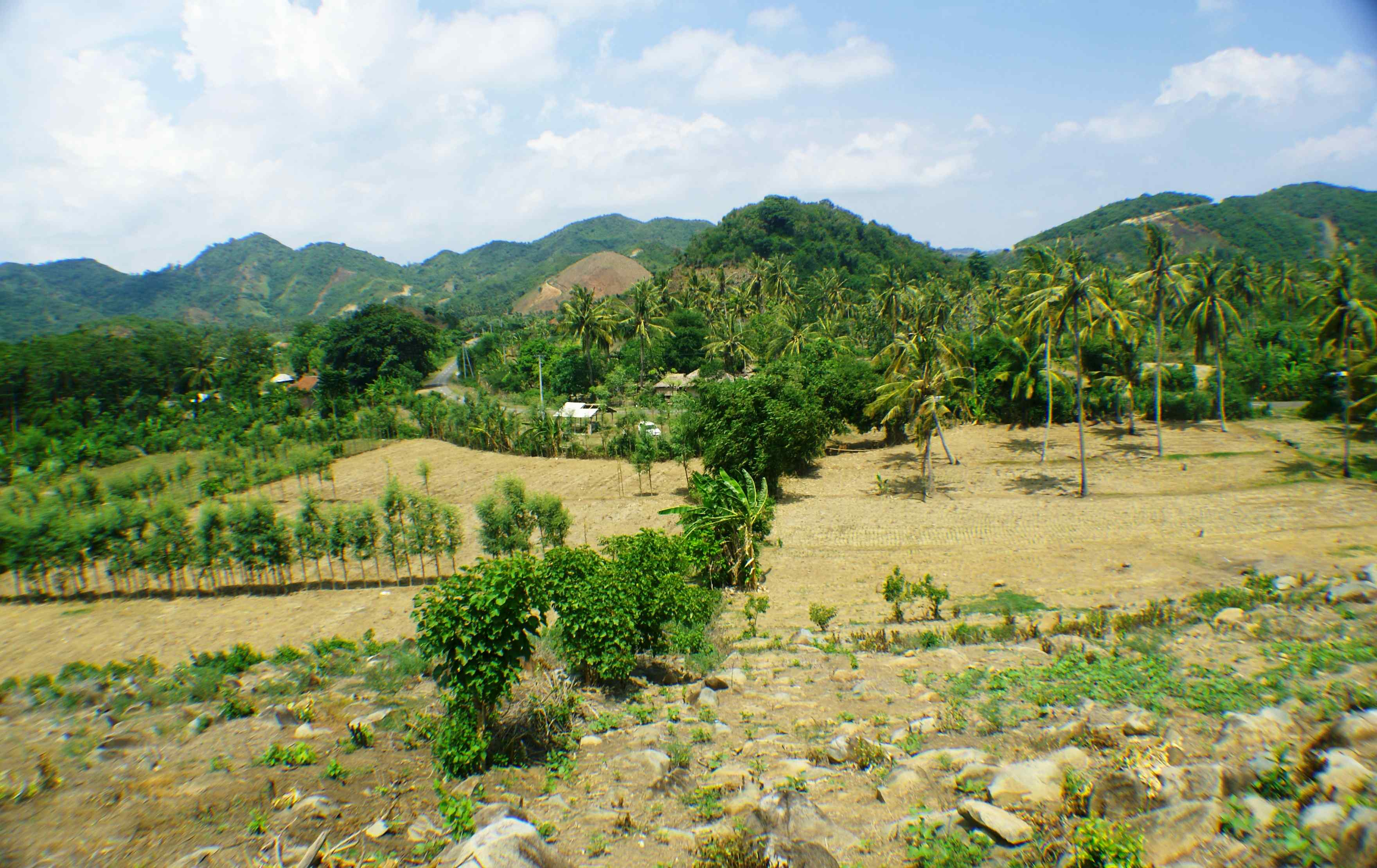 Click to enlarge image South_Lombok_Kuta_Hillside_with_amazing_views_2.jpg