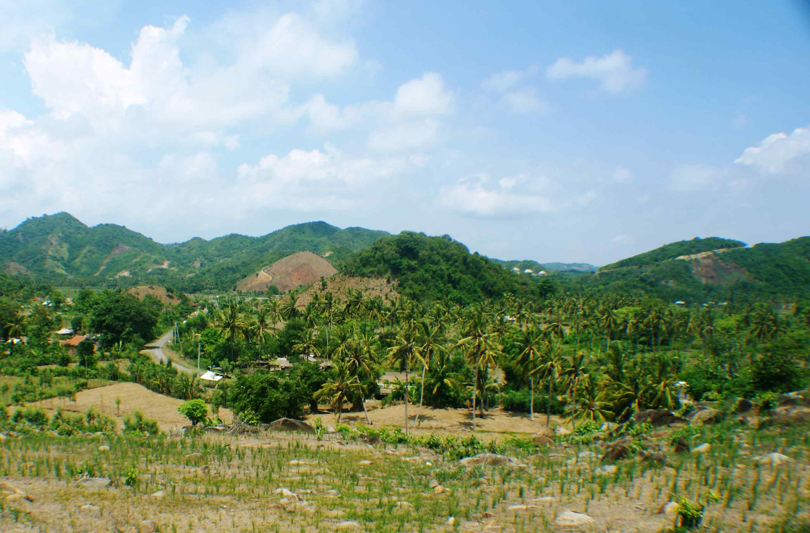 Click to enlarge image South_Lombok_Kuta_Hillside_with_amazing_views_3.jpg