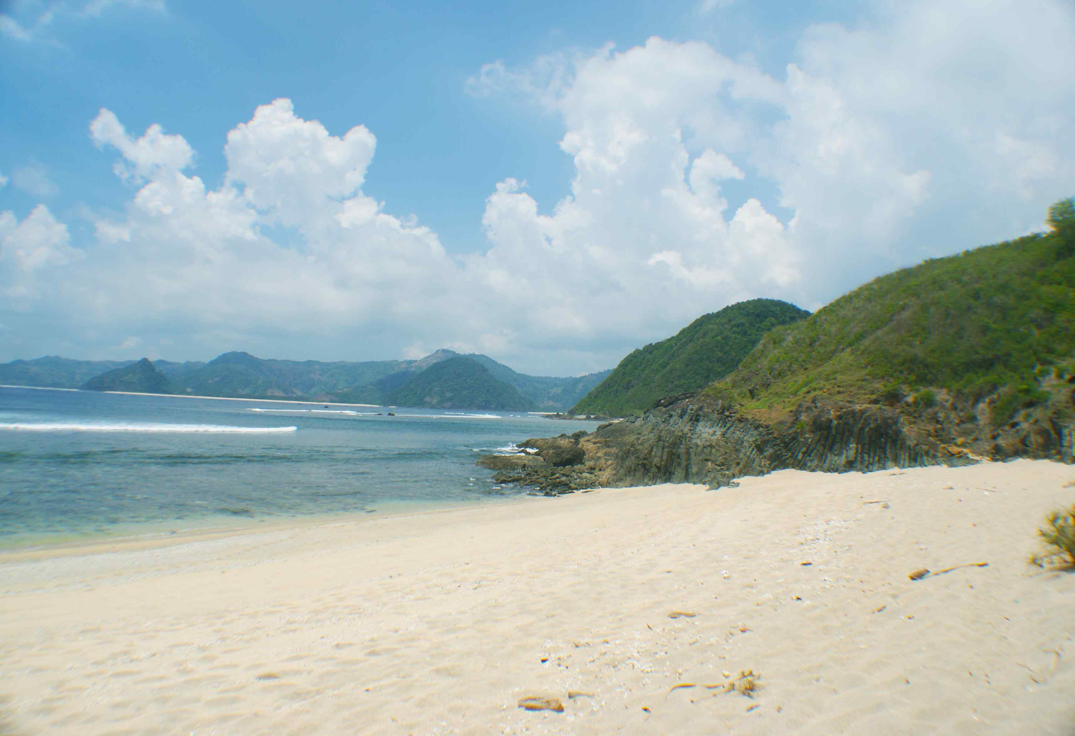 Click to enlarge image South_Lombok_Mawi_Beachfront_4.jpg
