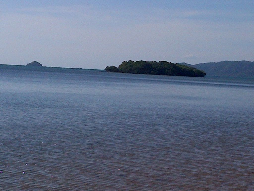 Click to enlarge image Lape_beach_sumbawa10.jpg