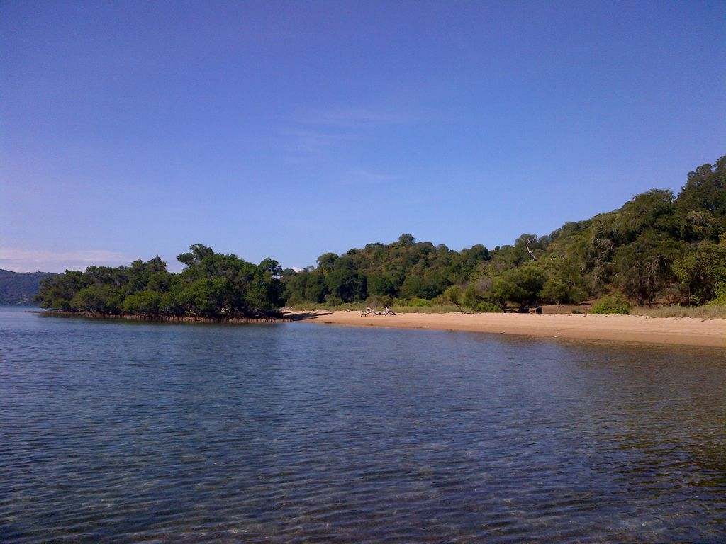 Click to enlarge image Lape_beach_sumbawa5.jpg