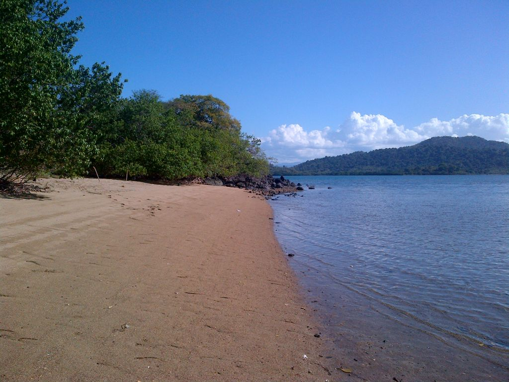 Click to enlarge image Lape_beach_sumbawa9.jpg