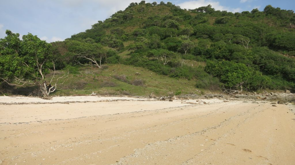 Click to enlarge image Kertasari_Hill_Beachfront_Sumbawa_7ha_2.JPG
