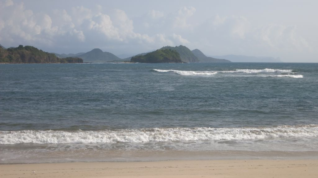 Click to enlarge image Kertasari_white Beachfront_Sumbawa2.JPG