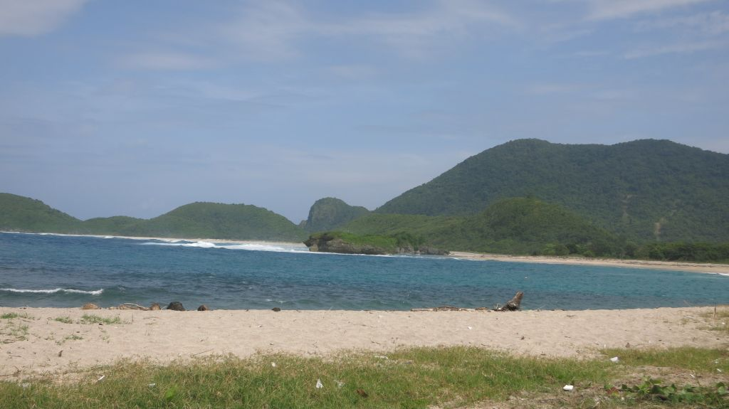 Click to enlarge image Kertasari_white Beachfront_Sumbawa4.JPG