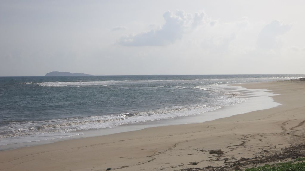 Click to enlarge image Kertasari_white Beachfront_Sumbawa7.JPG