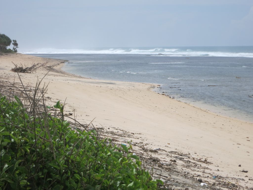 Click to enlarge image Lakay_Beachfront_Surfing_Hotspot_sumbawa_0.86 ha2.JPG
