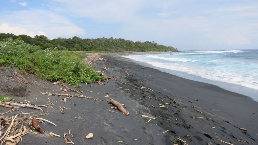 Click to enlarge image Lunyuk_Beachfront_Blacksand_Sumbawa_10ha_1.JPG