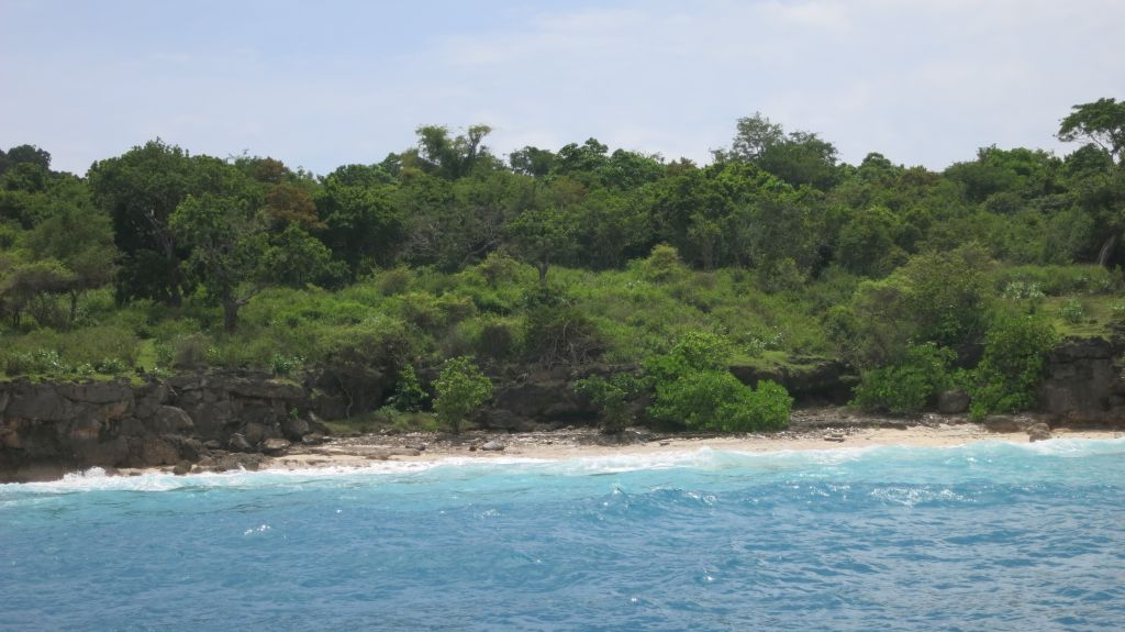 Click to enlarge image Pulau_Moyo_Amanwana_3.5ha_private_Bay_Sumbawa1.JPG