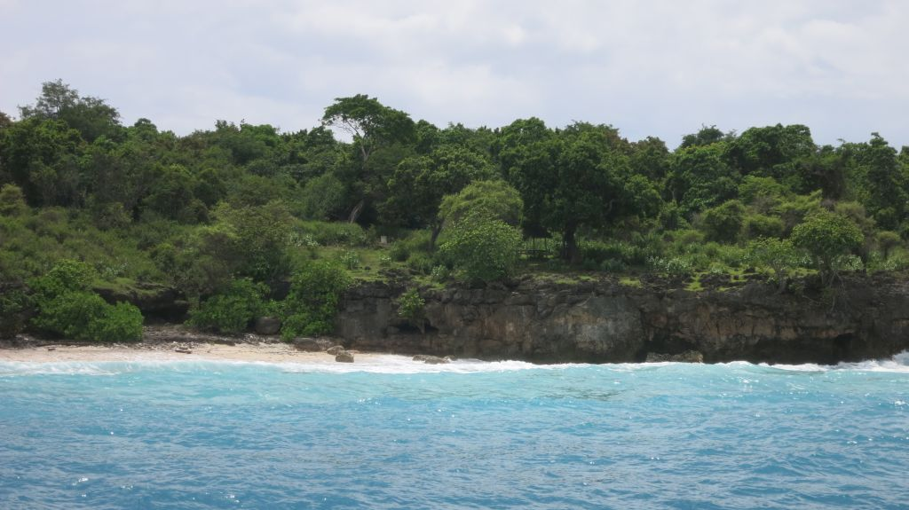 Click to enlarge image Pulau_Moyo_Amanwana_3.5ha_private_Bay_Sumbawa3.JPG
