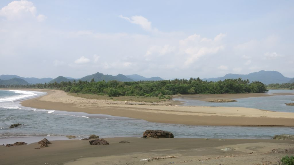 Click to enlarge image Taliwang_16ha_Sumbawa1.JPG