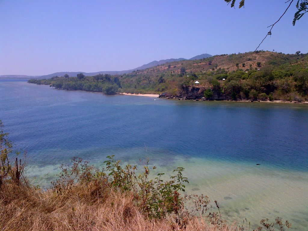 Click to enlarge image Utan_Beachfront_150m_Hill_2ha_Sumbawa3.jpg