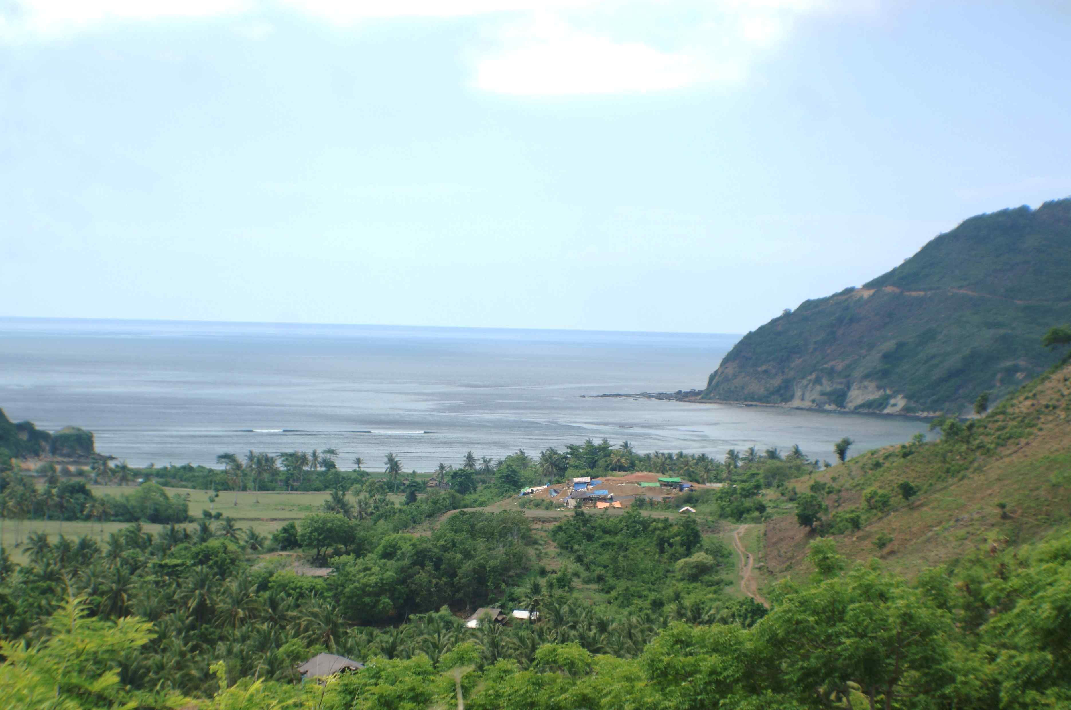 Click to enlarge image South_Lombok_Are_Guling_Hillside_Perabu_1.JPG
