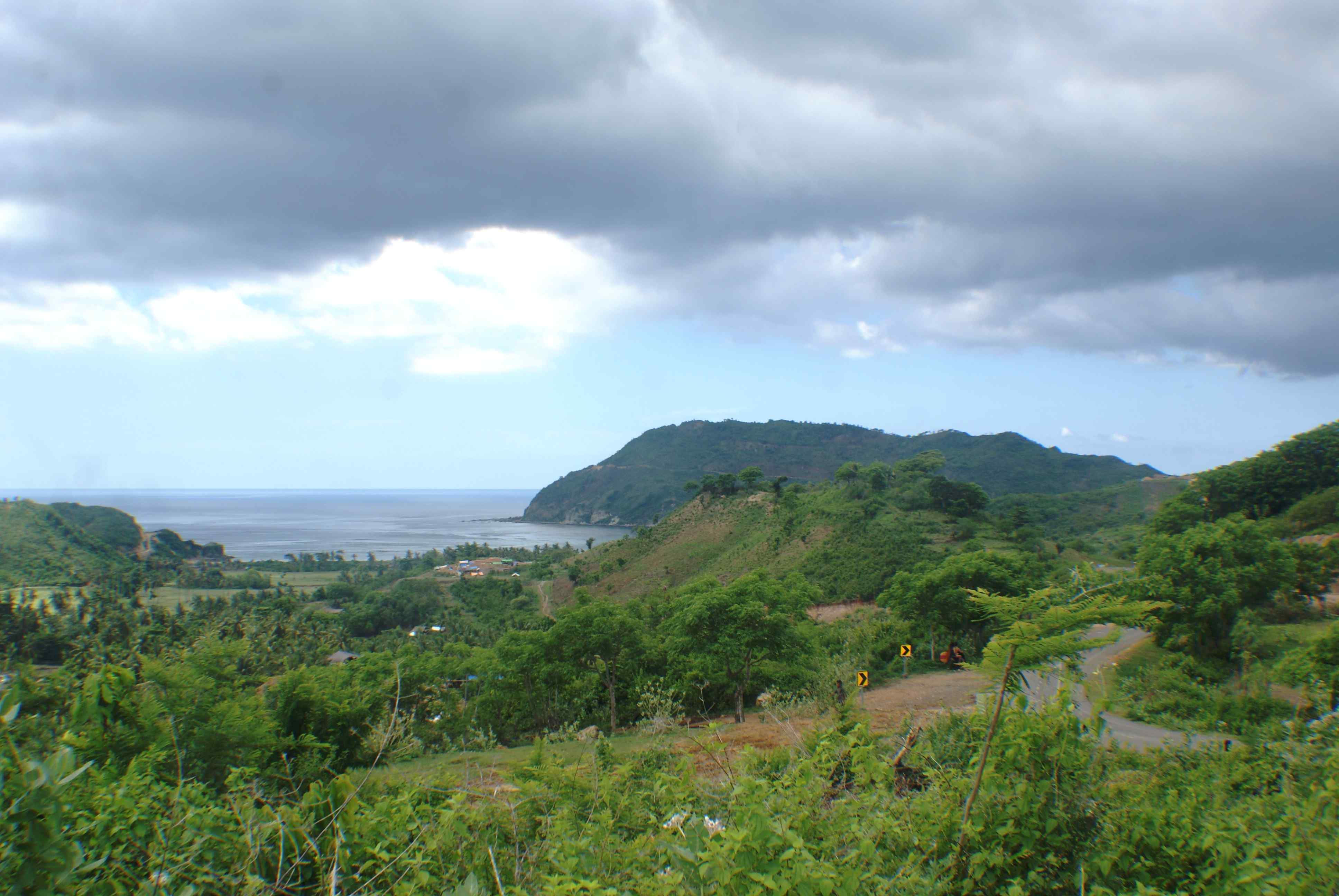Click to enlarge image South_Lombok_Are_Guling_Hillside_Perabu_2.JPG