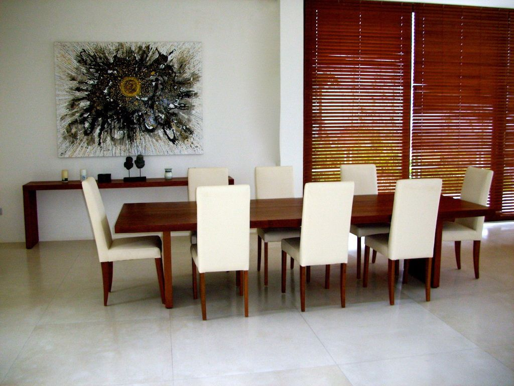 Click to enlarge image 05-diningroom.jpg
