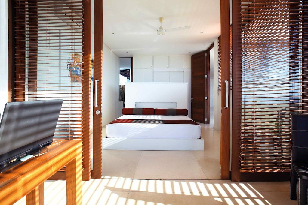 Click to enlarge image 08-masterbedroom.jpg