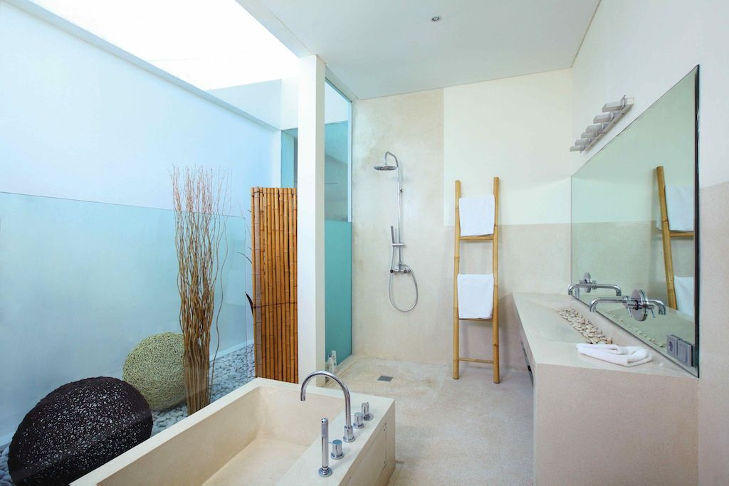 Click to enlarge image 09-masterbathroom.jpg