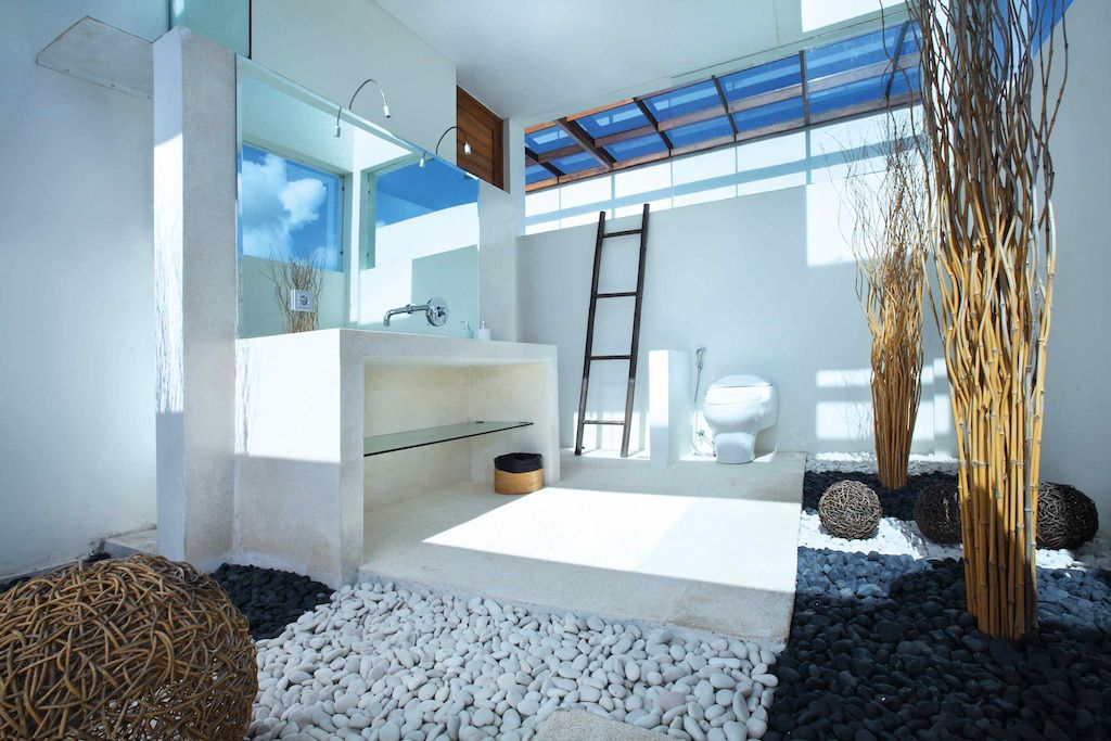 Click to enlarge image 11-guestbathroom.jpg