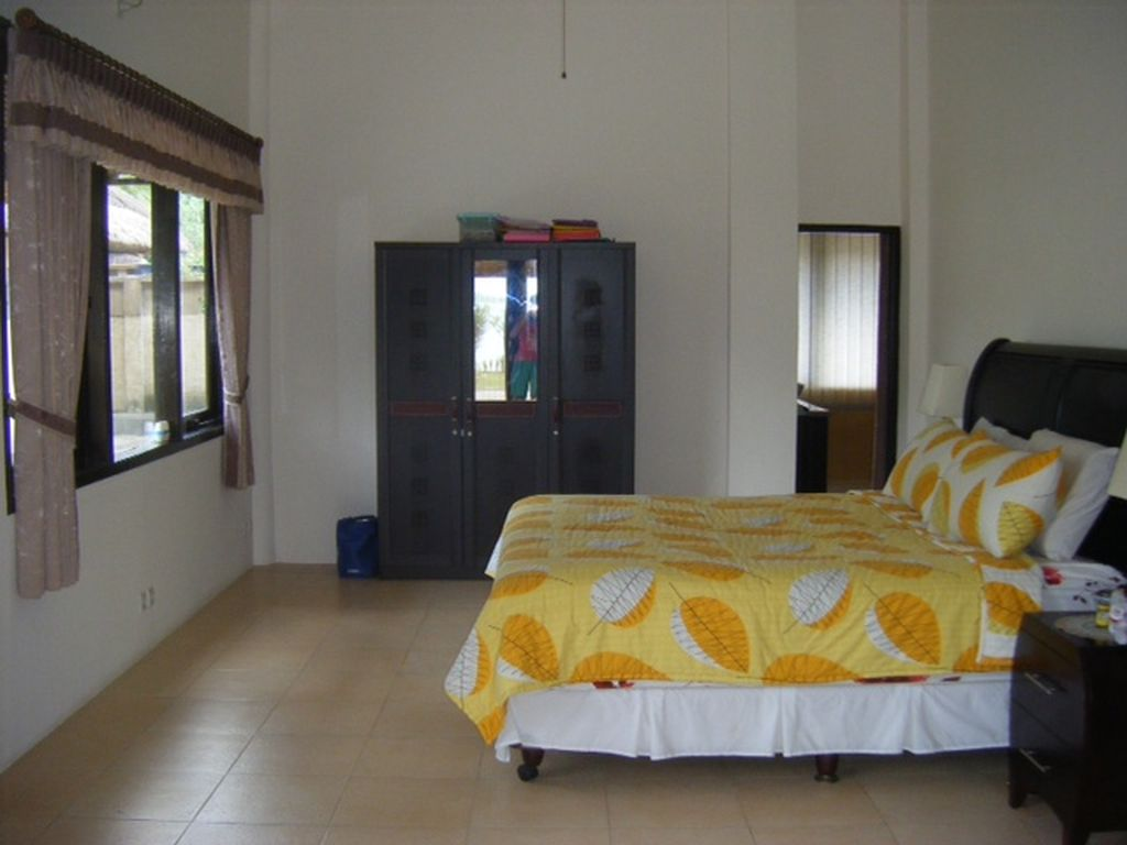 Click to enlarge image Main_bedroom_and_ensuite.jpg