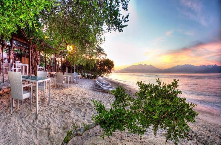 Click to enlarge image 1_Gili_Trawangan_Hotel_for_sale_beach.jpg