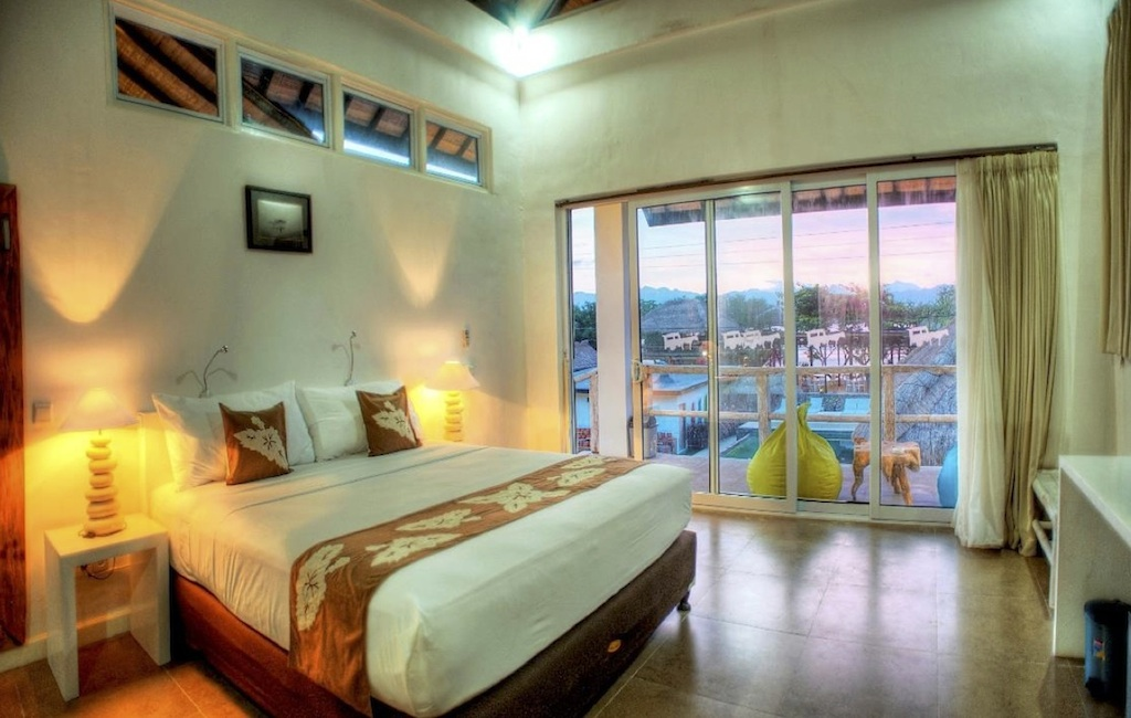 Click to enlarge image 2_Gili_Trawangan_Hotel_for_sale_deluxe_room2.jpg