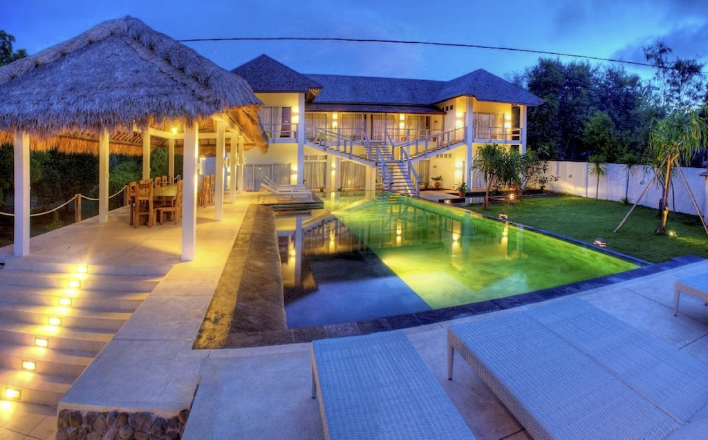 Click to enlarge image 3_Gili_Trawangan_Hotel_for_sale_deluxe_room4.jpg
