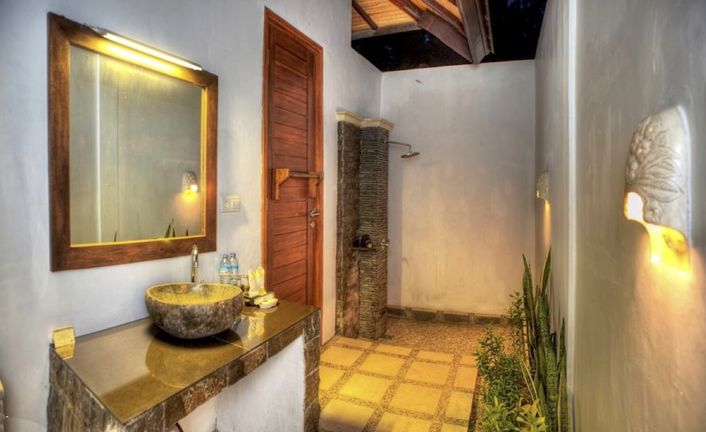 Click to enlarge image 92_Gili_Trawangan_Hotel_for_sale_standard_room.jpg