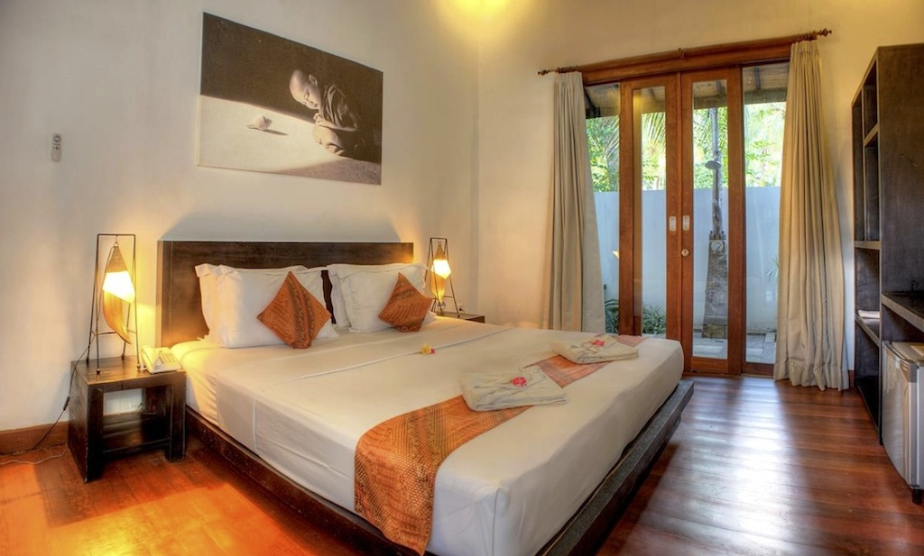 Click to enlarge image 93_Gili_Trawangan_Hotel_for_sale_standard_room2.jpg