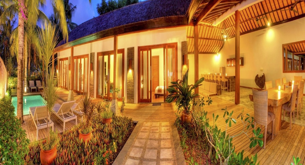 Click to enlarge image 9_Gili_Trawangan_Hotel_for_sale_4_beedroom_villa2.jpg